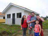 Famílias de Guaraqueçaba realizam o sonho da casa própria